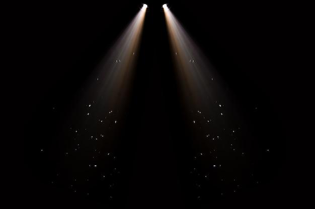 La lumière de la scène, le coup de projecteur dans l'obscurité Photo Premium