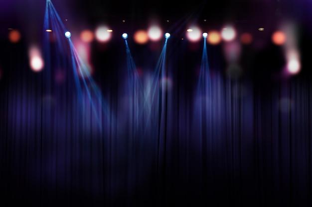 Lumières brouillées sur scène, image abstraite de l'éclairage de concert Photo Premium