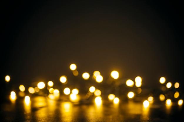 Lumières Dorées En Bokeh Sur Fond Noir Photo Premium