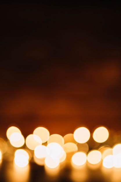 Lumières de fées brouillées sur sombre Photo gratuit