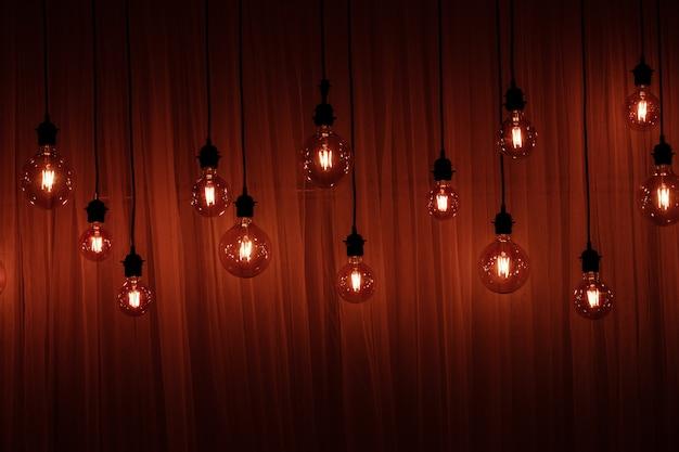 Lumières de noël isolées guirlandes de lampes sur bois Photo Premium