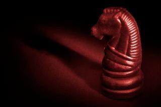 Lumineux rouge cheval d'échecs Photo gratuit