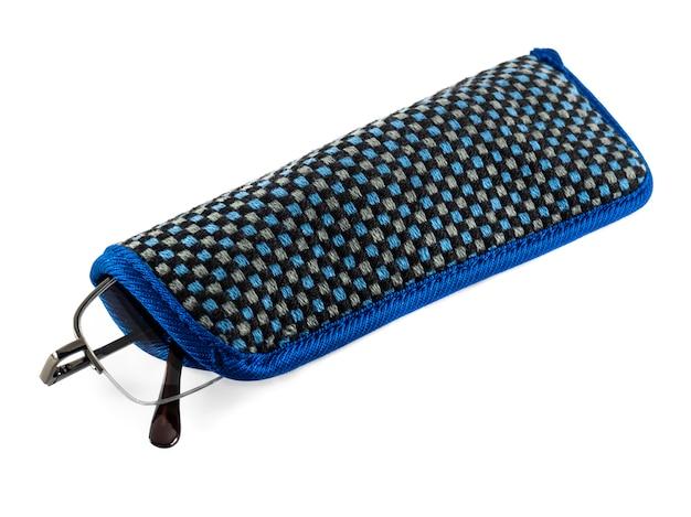 Lunettes En Métal Noir Dans Un étui En Chiffon Bleu Photo Premium