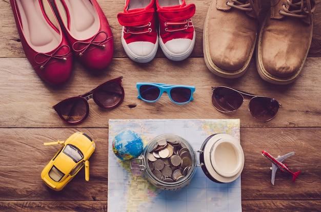 Lunettes de soleil et chaussures pour enfants et adultes et cible pour le voyage Photo Premium