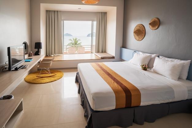 Luxe moderne confortable vue sur la mer chambre double Photo Premium