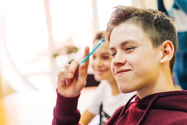 Lycée ou étudiant écrit en cours magistral Photo Premium
