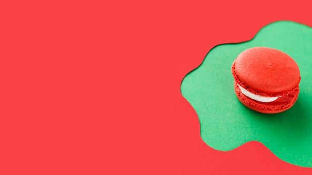 Macaron rose avec espace de copie Photo gratuit