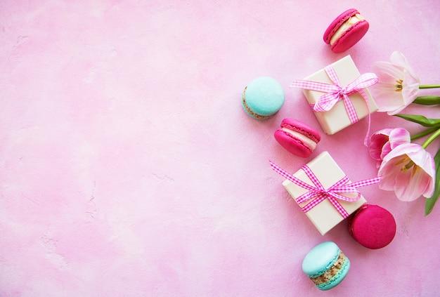 Macarons colorés et coffrets cadeaux Photo Premium