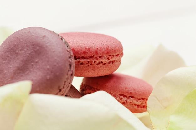 Macarons en forme pour la saint valentin ou la fête des mères Photo Premium