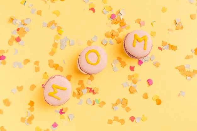 Macarons lumineux avec titre de maman Photo gratuit