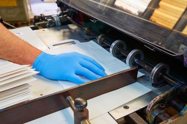 Machine d'impression flexographique dans une imprimerie Photo Premium