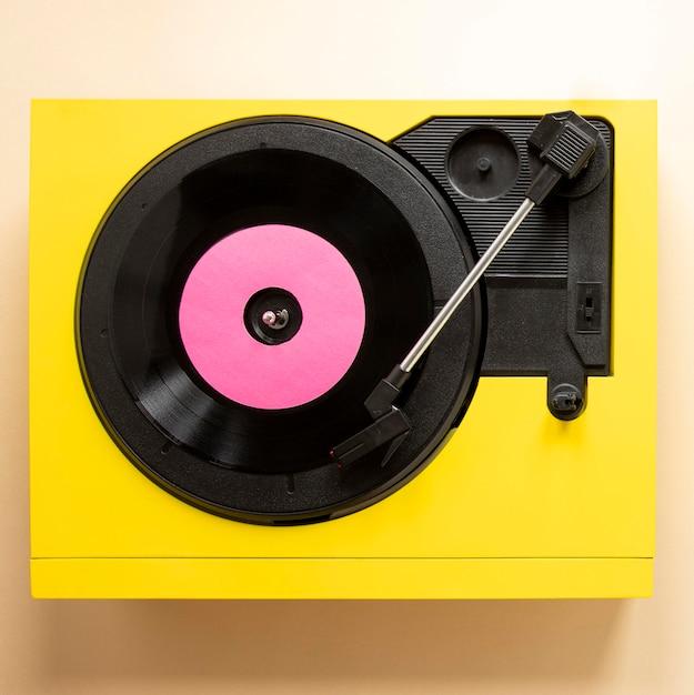 Machine à Vinyle à Plat Avec Disque Photo gratuit