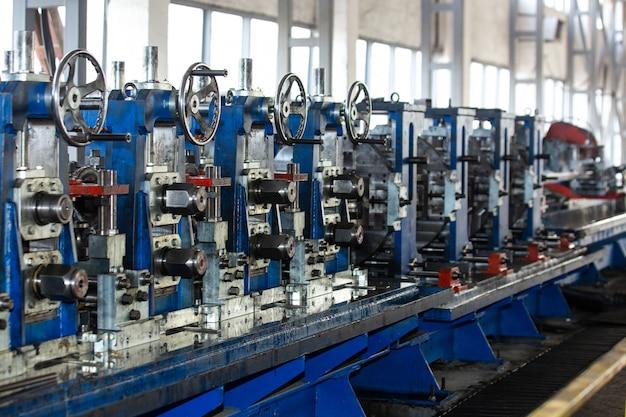 Machines Dans Le Bâtiment Industriel Photo gratuit
