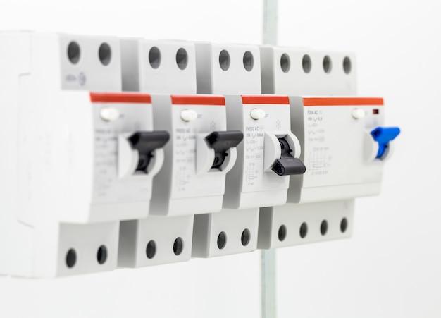 Machines électriques, Interrupteurs, Isolés Sur Blanc, à Proximité Photo gratuit