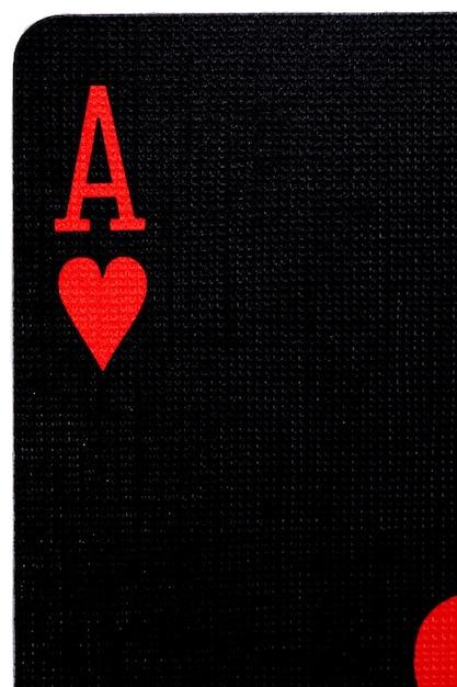 Macro de la lettre noire de l'as de cœur Photo Premium