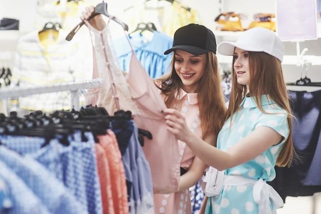 Magasin De Vêtements Robe Costume Fashion Store Style Concept Photo Premium
