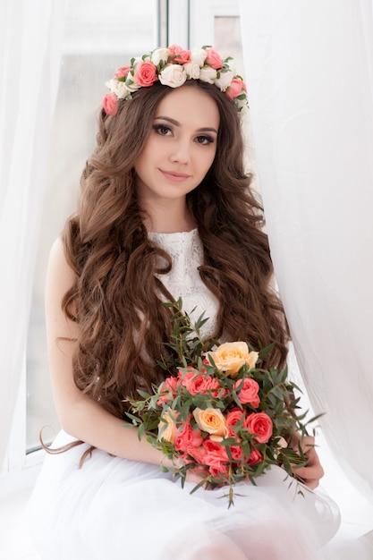 Magnifique mariée avec fleurs Photo Premium
