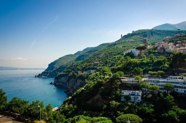 Magnifique ville italienne vico equense, campanie Photo Premium