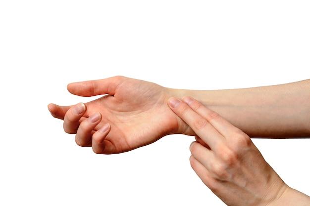 Main féminine isolée pour mesurer le pouls Photo Premium