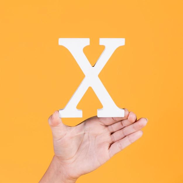 Main féminine montrant l'alphabet blanc x Photo gratuit