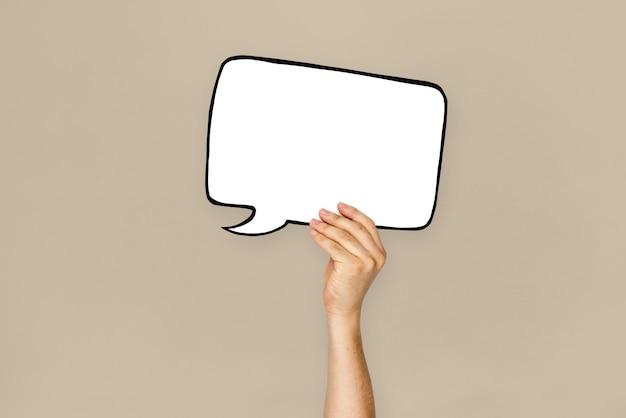 Main humaine tenant une bulle de discussion Photo Premium