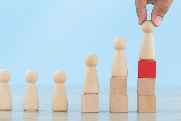 Main des ressources humaines d'affaires, employé de recrutement et gestionnaire de talents avec le concept de chef d'équipe réussie - image. Photo Premium