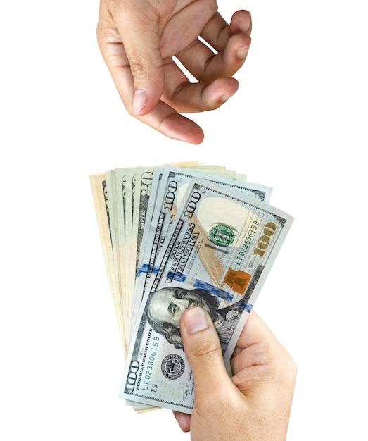 Une main tenant un billet de banque en dollars américains pour donner et une main vide qui attend de le recevoir Photo Premium