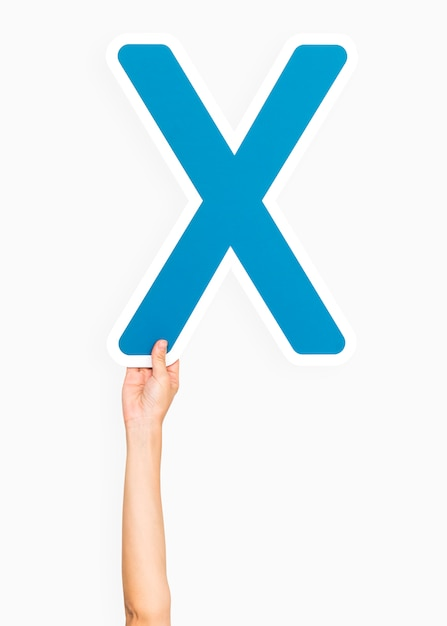 Main tenant la lettre x Photo gratuit