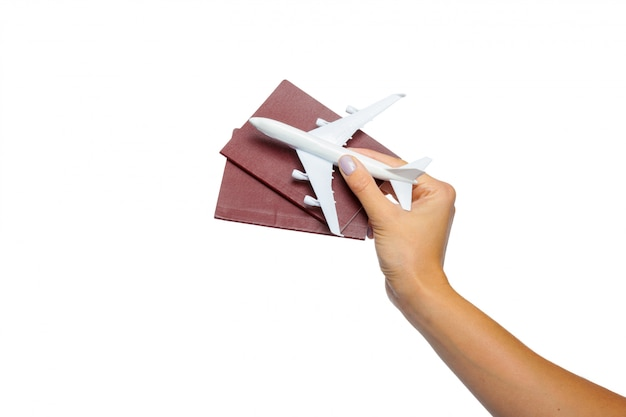Main tenant un passeport isolé sur blanc Photo Premium