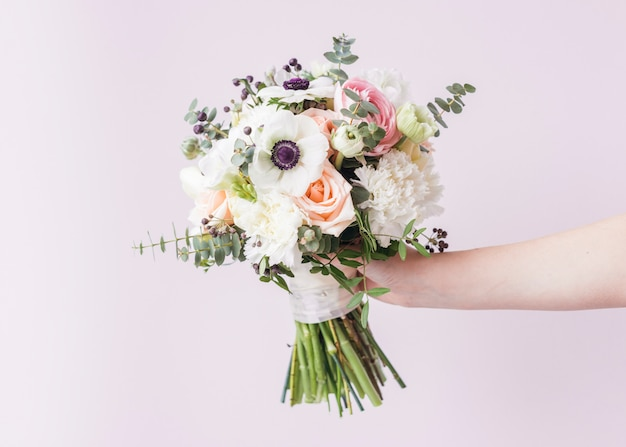 Main, Tenue, Bouquet Mariage Photo gratuit