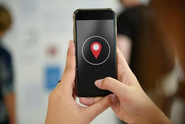 Main tenue téléphone mobile snap prise photo Photo gratuit