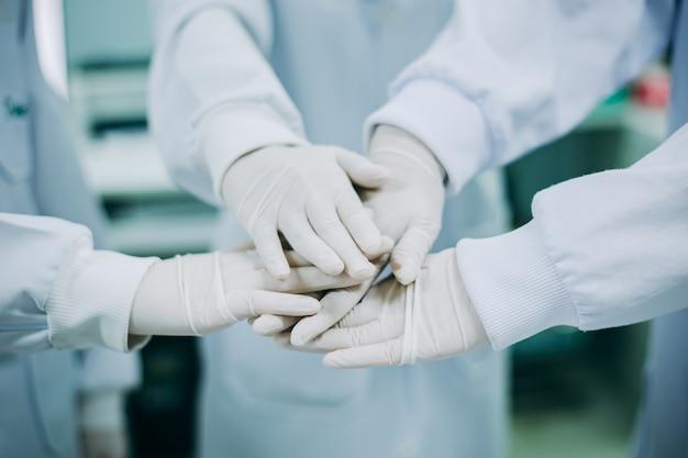 Mains Du Docteur En Médecine Photo Premium