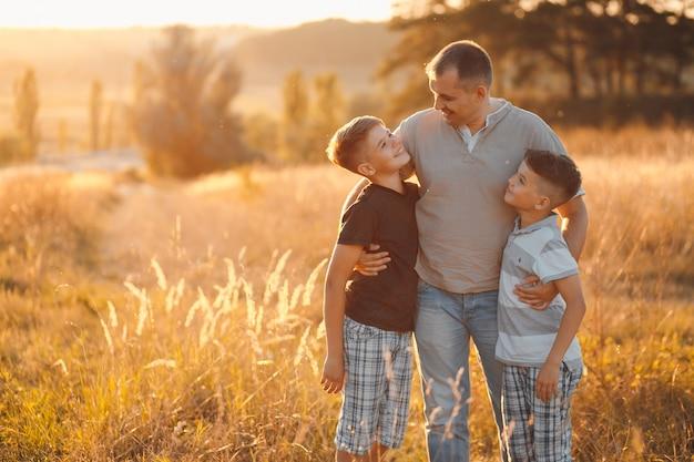 Mains groupe d'automne heureux en bonne santé Photo gratuit