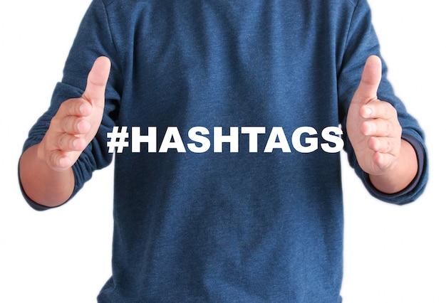 Les mains des hommes avec des hashtags de texte Photo Premium