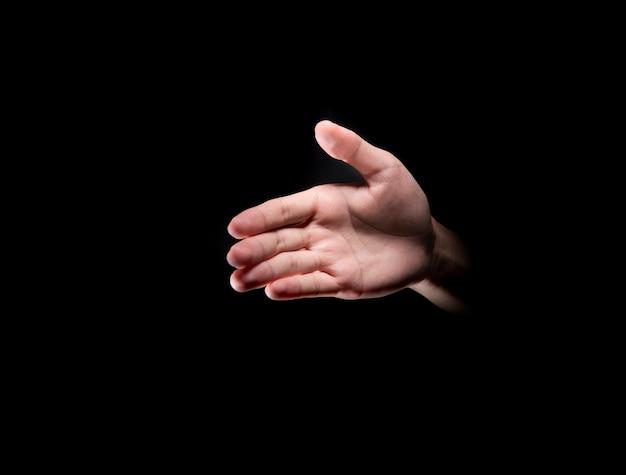 Mains mâles avec palmes ouvertes pour une poignée de main Photo Premium