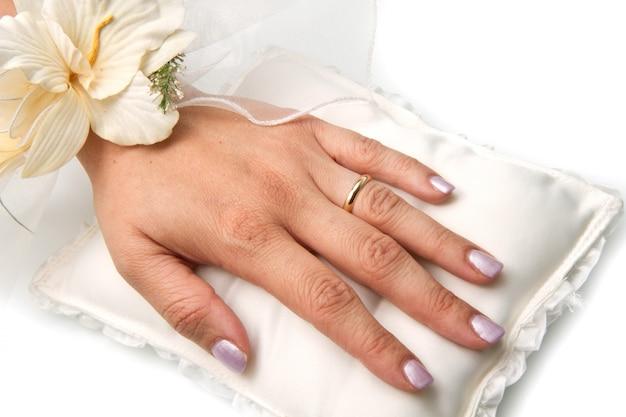 Mains mariée avec alliance Photo Premium