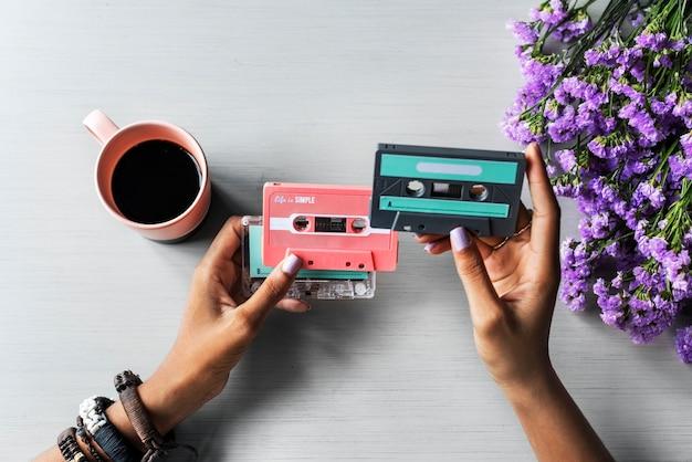Mains, projection, cassette, audio, musique, rétro, musique, 80s Photo Premium