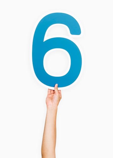 Mains tenant la lettre 6 Photo gratuit