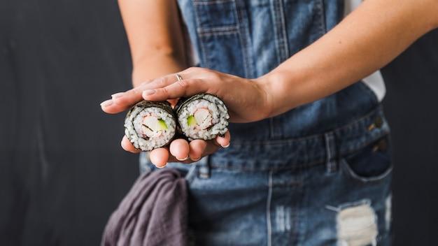 Mains, Tenue, Sushi, Wraps Photo gratuit
