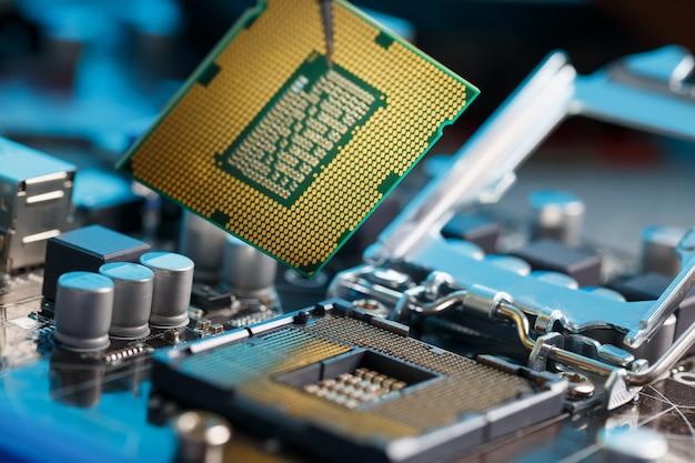 Maintenance de l'ordinateur mise à niveau matérielle du composant de la carte mère Photo Premium