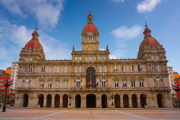 Mairie de la corogne sur la place maria pita de galice, espagne Photo Premium