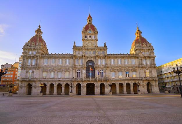 Mairie de la corogne sur la place maria pita en galice Photo Premium
