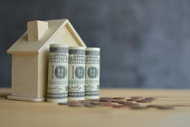 Maison en bois et économie d'argent pour le résidentiel. Photo Premium