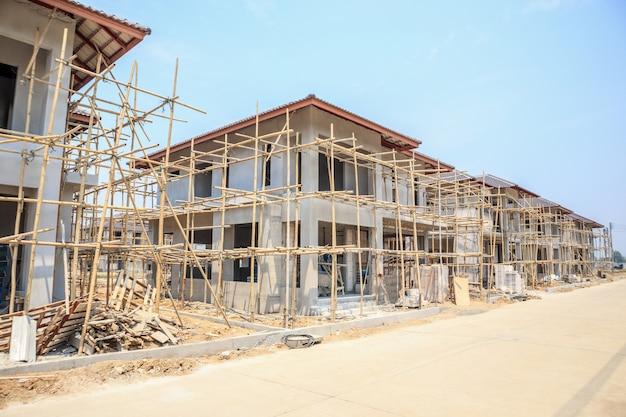 Maison En Construction Avec Structure En Blocs De Béton Cellulaire Autoclavé Au Chantier Photo Premium