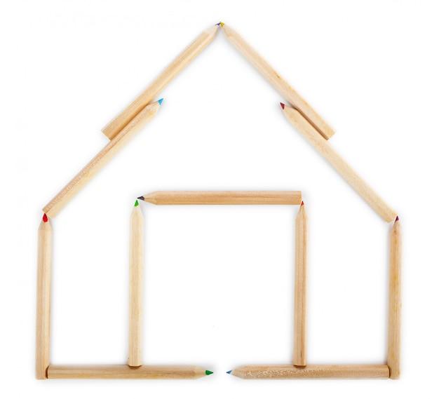 Maison faite de crayons de bois. Photo Premium