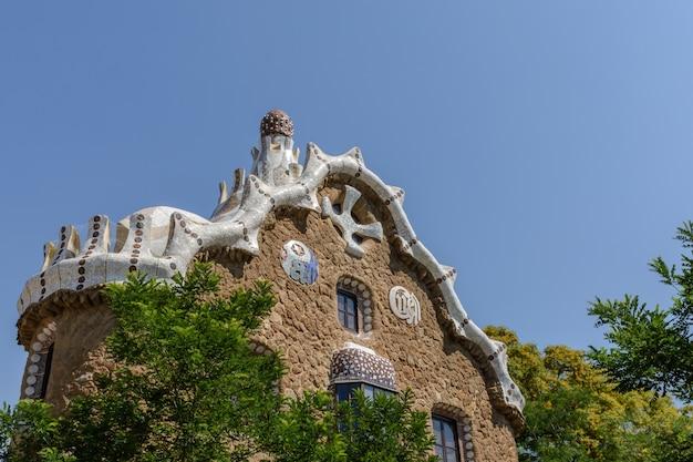 La maison de gaudi & ciel bleu Photo Premium
