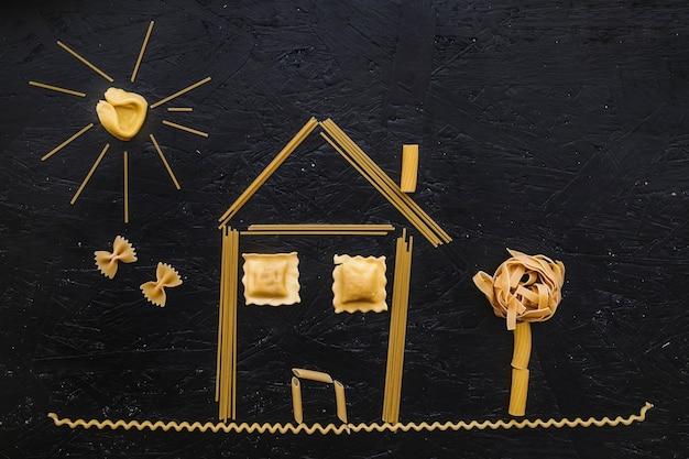 Maison de pâtes crues Photo gratuit