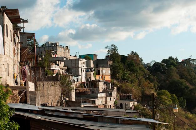 Maisons sur une colline, colonia bethania, guatemala city, guatemala Photo Premium