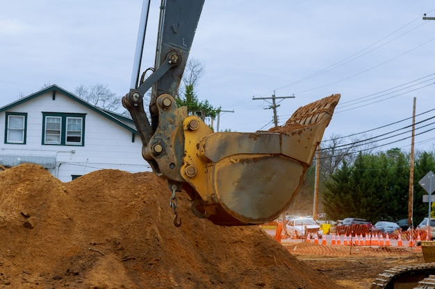 Maisons en construction fondation avec excavatrice Photo Premium