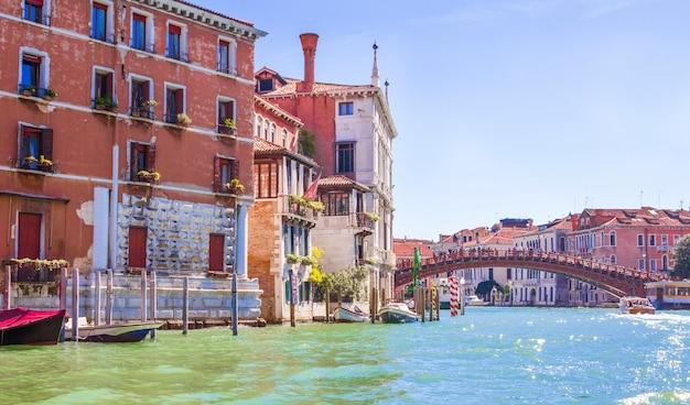 Maisons sur le grand canal à venise Photo Premium